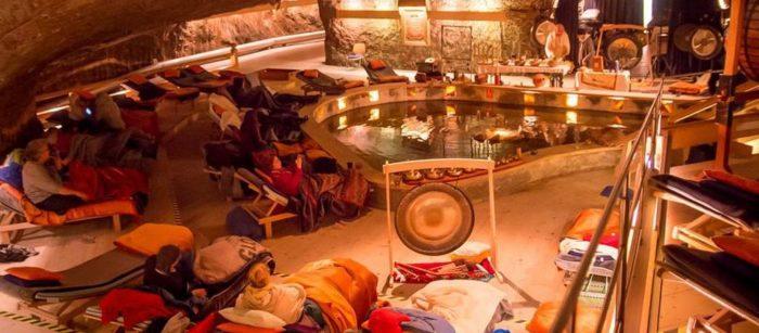 Gong Puja im Salzheilstollen